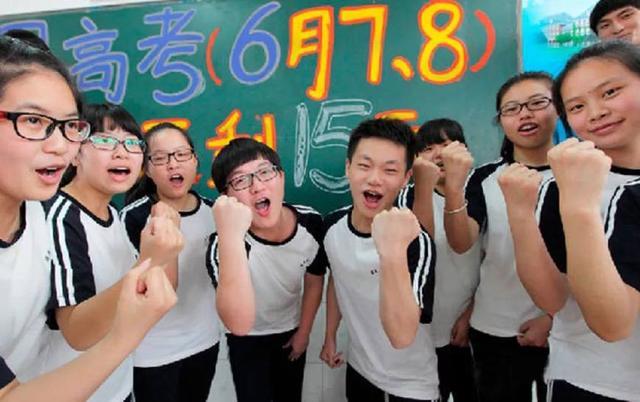 伴随着初夏的热风,2018年高考正式拉开序幕,全国975万考生同时开考。